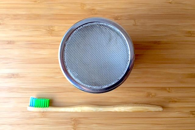 Bicarbonate de soude et brosse à dent