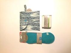 Serviettes hygiéniques et pochette/ mouchoirs